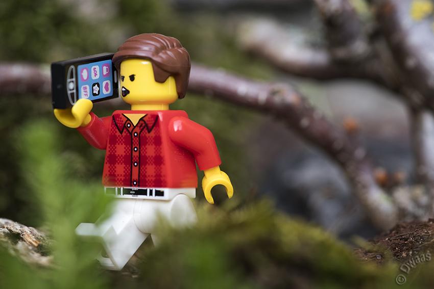 smartphone lego trouble fun